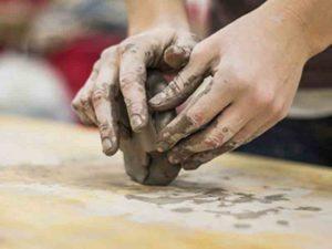 impastare l'argilla