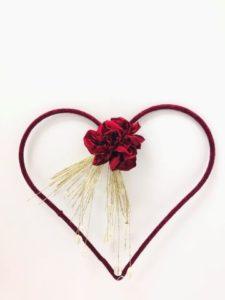 cuore con peonia rossa